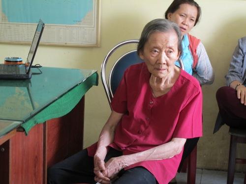 Bà Nguyễn Thị Khang kể lại sự việc