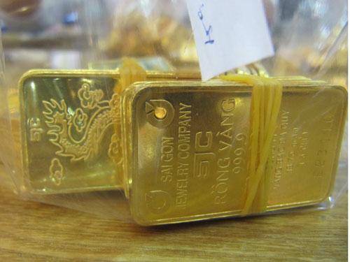 Giá vàng SJC lao dốc, tỉ giá USD/VNĐ chạm mốc cao mới - Ảnh 1.