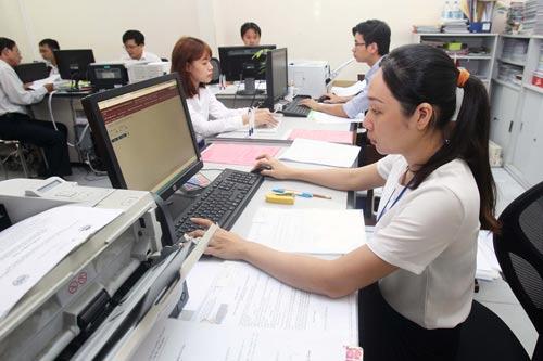 Viên chức có thể được làm ngoài với công ty khác - Ảnh 1.