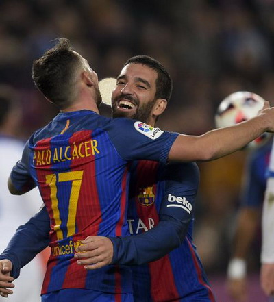Turan và Alcacer, ai sẽ thay thế Neymar?