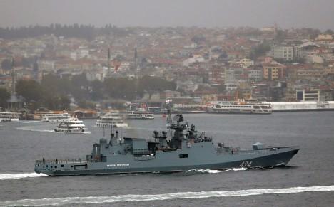 Bị IS đe dọa, tàu hải quân Nga được hộ tống - Ảnh 1.