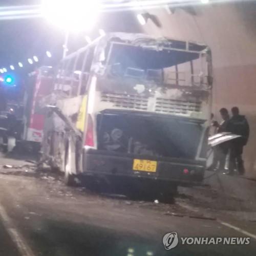Tài xế xe buýt Trung Quốc phóng hỏa giết 13 người - Ảnh 1.