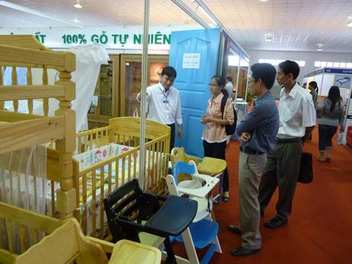 Đồ gỗ Việt trụ vững ở nước ngoài - Ảnh 1.