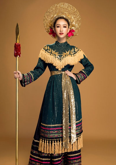 Hà Thu mang câu chuyện Hai Bà Trưng đến Hoa hậu Trái Đất 2017 - Ảnh 1.