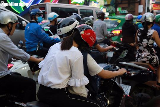 Đường nào cũng kẹt, dân Sài Gòn mệt mỏi trở về nhà - Ảnh 18.