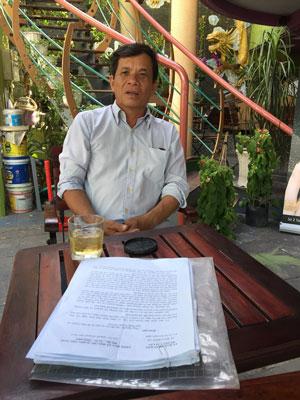 Ông Nguyễn Văn Bé Tư có hơn 7.800 m2 đất nhưng không canh tác được vì bị chiếm