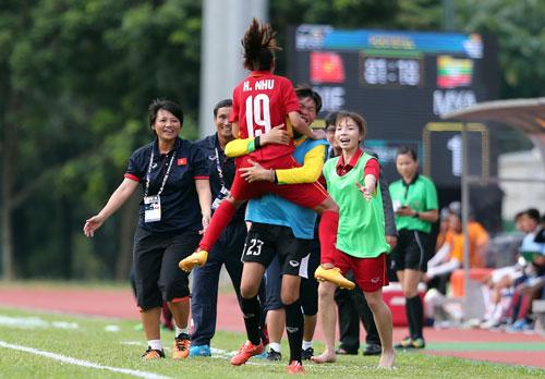 Bóng đá nữ tiến gần ngôi vô địch - Ảnh 1.