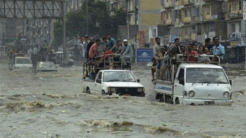 Nam Á hứng chịu lũ lụt tồi tệ nhất trong 10 năm - Ảnh 1.