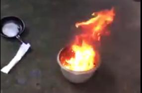 Nước giếng múc lên đốt cháy ngùn ngụt - Ảnh 2.