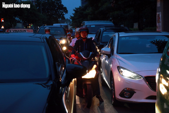 Đường nào cũng kẹt, dân Sài Gòn mệt mỏi trở về nhà - Ảnh 15.