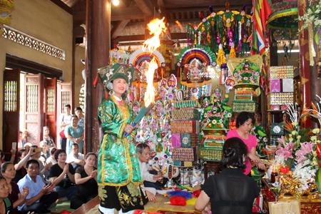 Hơn 50 bản hội hầu đồng hàng đầu Việt Nam tụ hội tại Yên Bái - Ảnh 1.