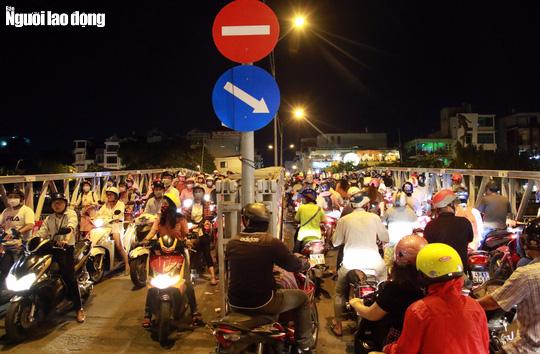 Đường nào cũng kẹt, dân Sài Gòn mệt mỏi trở về nhà - Ảnh 5.