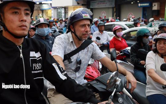 Đường nào cũng kẹt, dân Sài Gòn mệt mỏi trở về nhà - Ảnh 8.