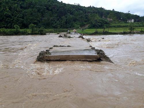 50 người chết, mất tích do mưa lũ - Ảnh 1.