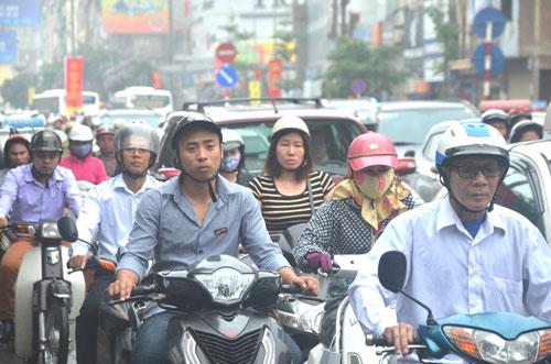 Hà Nội chính thức đưa ra lộ trình cấm xe máy - Ảnh 1.