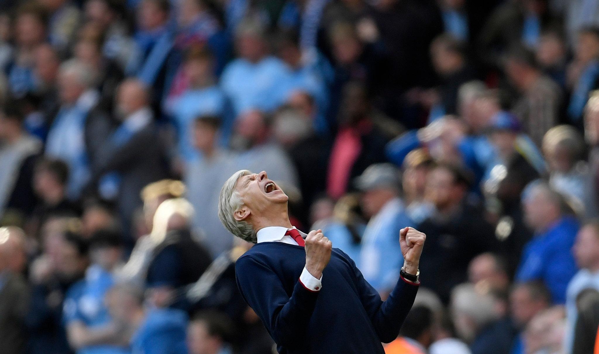 Wenger bỏ ngang phỏng vấn sau trận thua Tottenham