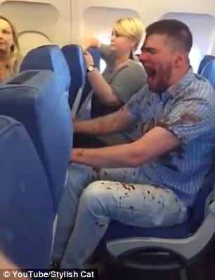 Du khách Nga say rượu gây náo loạn trên máy bay - Ảnh 1.