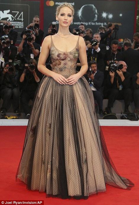 Jennifer Lawrence lộng lẫy tại LHP Venice - Ảnh 4.