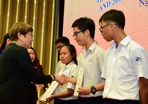 8,46 tỉ đồng được trao tặng tại lễ trao học bổng Lawrence S. Ting lần thứ 15 - Ảnh 2.