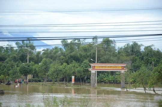 Nước lũ tại Huế lại lên, Đà Nẵng hàng ngàn hộ dân còn ngập - Ảnh 11.