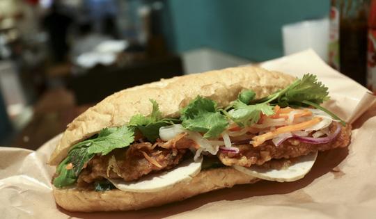 8 tiệm bánh mì thịt Việt Nam ngon nức tiếng ở Hồng Kông - Ảnh 1.