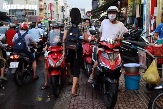 Đường nào cũng kẹt, dân Sài Gòn mệt mỏi trở về nhà - Ảnh 9.