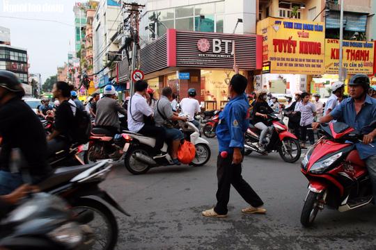 Đường nào cũng kẹt, dân Sài Gòn mệt mỏi trở về nhà - Ảnh 12.