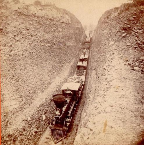 Những tuyến đường sắt ấn tượng trên thế giới - Ảnh 8.