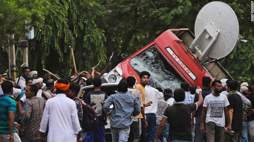 Ấn Độ: Bạo lực bùng nổ sau vụ xử đặc biệt - Ảnh 1.