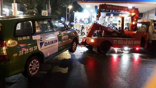 Ra quân trong đêm mưa, ông Đoàn Ngọc Hải hốt cả xe biển đỏ - Ảnh 3.
