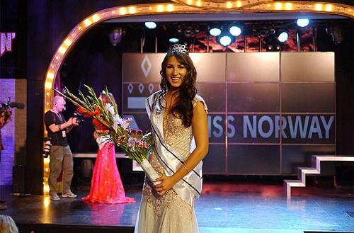 Cận cảnh nhan sắc tân Hoa hậu Na Uy gốc Việt - Ảnh 1.
