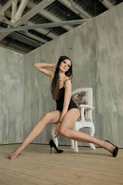 Người mẫu Nga lập kỷ lục chân dài nhất thế giới - Ảnh 3.