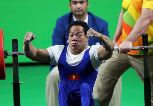Lực sĩ khuyết tật Lê Văn Công giành HCV, phá kỷ lục thế giới - Ảnh 2.