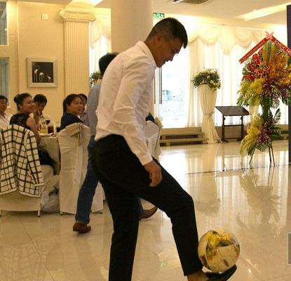 Công Vinh tâng bóng khánh thành đội bóng Bà Rịa Vũng Tàu - Ảnh 3.