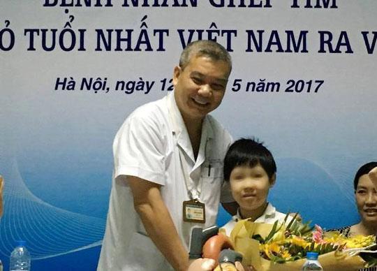 Bé trai 10 tuổi ghép tim từ người lớn xuất viện - Ảnh 2.