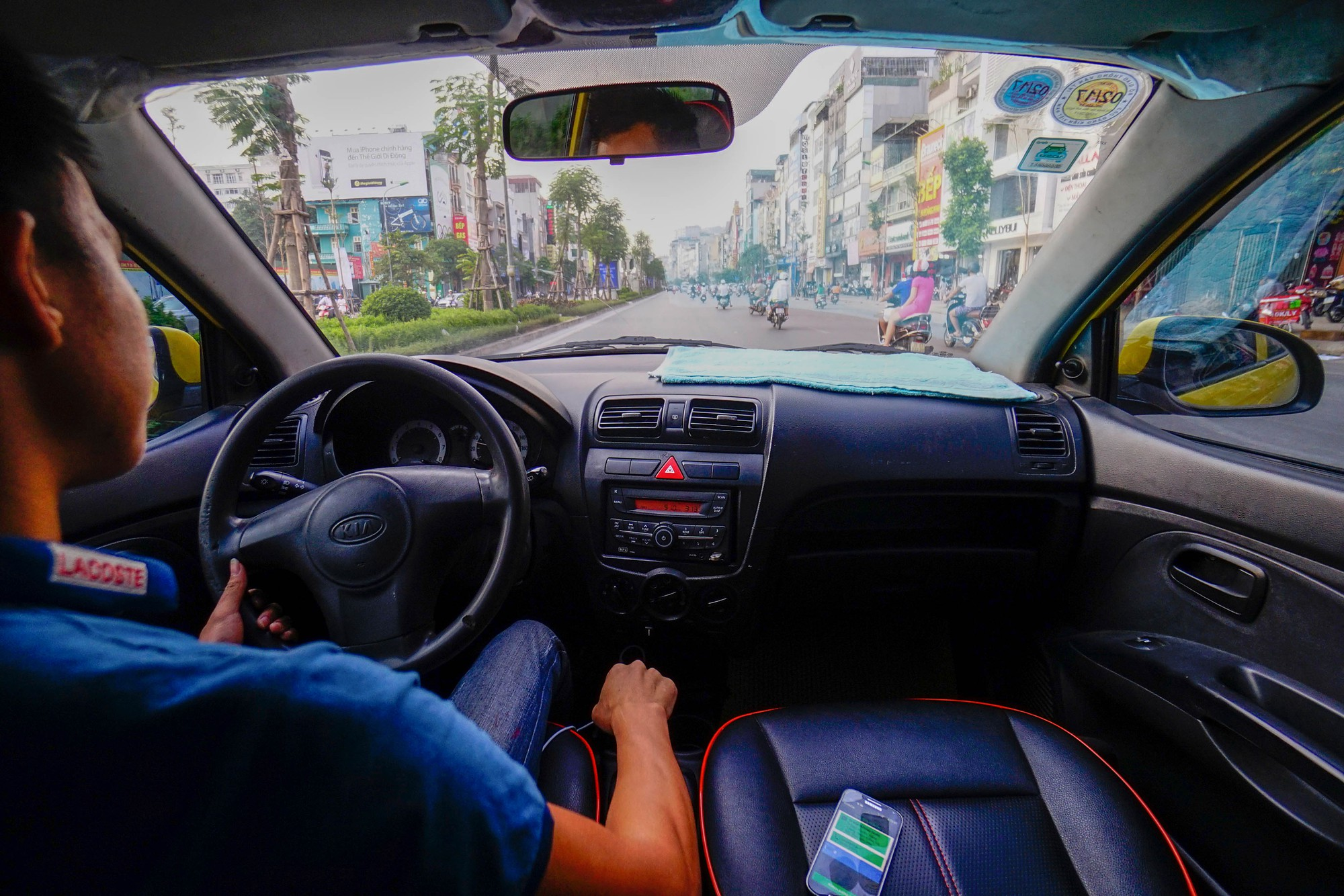 [eMagazine] Uber, Grab - 2 năm sóng gió tại Việt Nam - Ảnh 3.