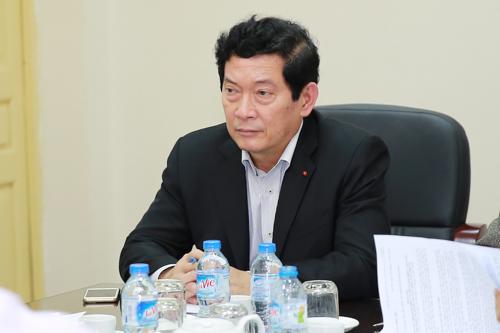 Thứ trưởng Huỳnh Vĩnh Ái trần tình việc ký văn bản rồi rút - Ảnh 1.
