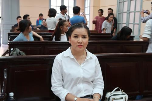 Hoài Linh đến tòa ủng hộ Ngọc Trinh kiện nhà hát - Ảnh 3.