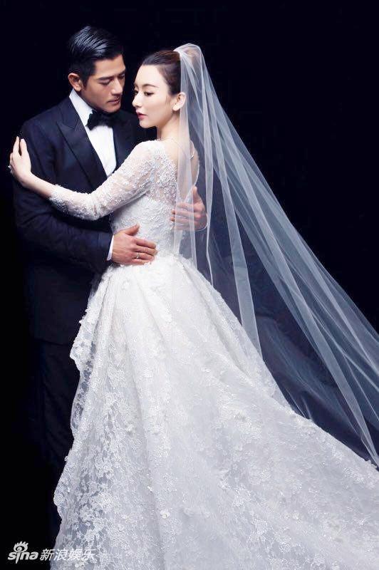 Ảnh album cưới hiếm hoi được Phú Thành khoe
