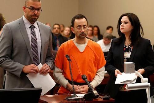 Bác sĩ thể thao nhận 60 năm tù vì ảnh khiêu dâm trẻ em - Ảnh 1.