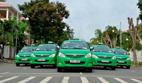 Chủ tịch Mai Linh cho rằng sự xuất hiện ngày càng nhiều của Uber và Grab tại những thành phố lớn là nguyên nhân dẫn đến tình cảnh khó khăn của các hãng taxi truyền thống.