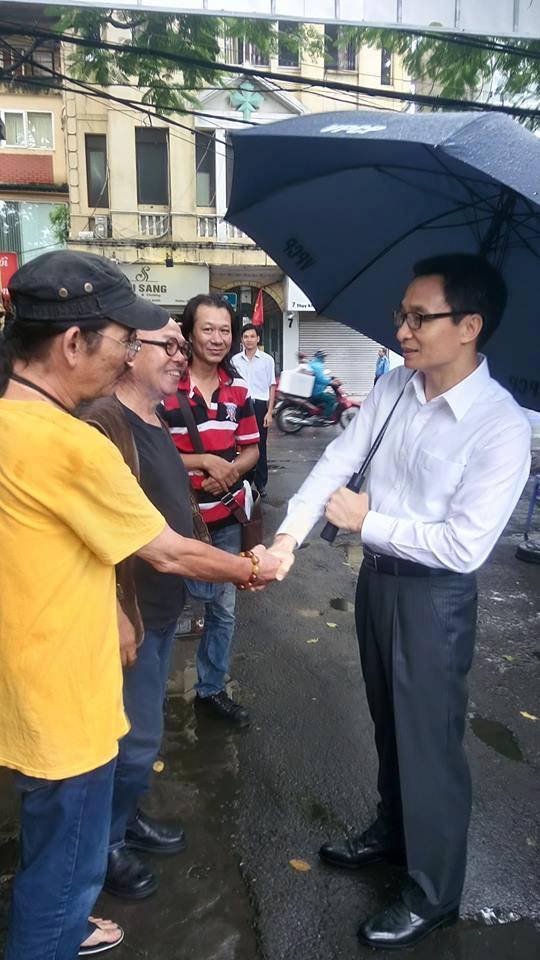 Phó Thủ tướng Vũ Đức Đam bất ngờ đến Hãng phim truyện Việt Nam