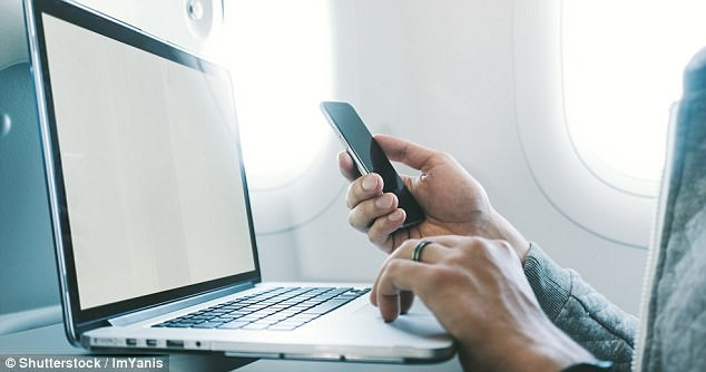 Đây là một nỗ lực chống lại lệnh cấm khách mang các thiết bị điện tử cỡ lớn lên máy bay của chính phủ Mỹ đến nước này. Ảnh: Shutterstock/ImYanis.