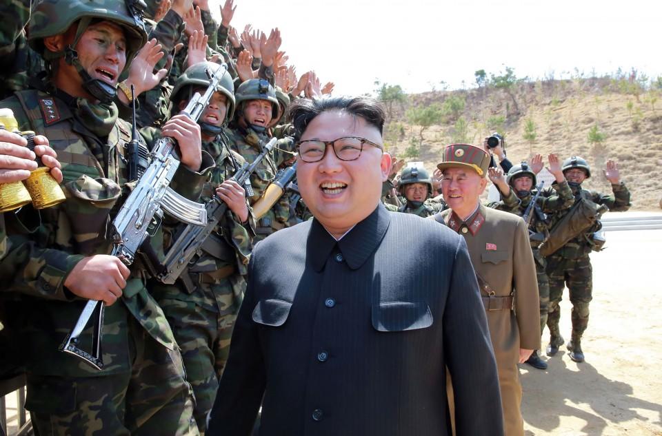 Ông Kim Jong-un cùng lính đặc nhiệm Triều Tiên. Ảnh: KCNA