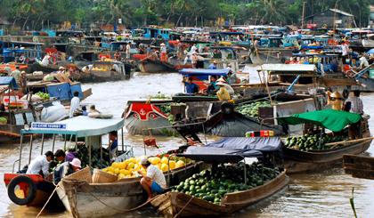Ghe thuyền buôn bán tấp nập ở Chợ nổi Cái Bè vào những năm trước đây.
