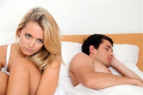 Ức chế tâm lý khi chồng hờ hững chuyện chăn gối - Ảnh 1.