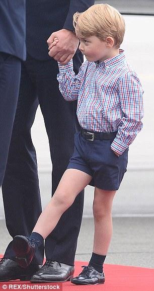 Hoàng tử bé George líu ríu tại sân bay Ba Lan siêu dễ thương - Ảnh 5.