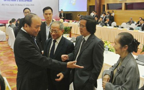 Lần đầu tiên, Thủ tướng Nguyễn Xuân Phúc làm việc với Tổ Tư vấn kinh tế - Ảnh 1.