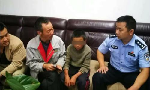 Bé 10 tuổi bỏ nhà đi 24 ngày, tự bắt rắn ăn - Ảnh 1.