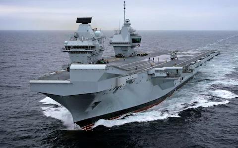 Chiến hạm Hải quân Hoàng gia Anh bẽ mặt vì drone - Ảnh 1.